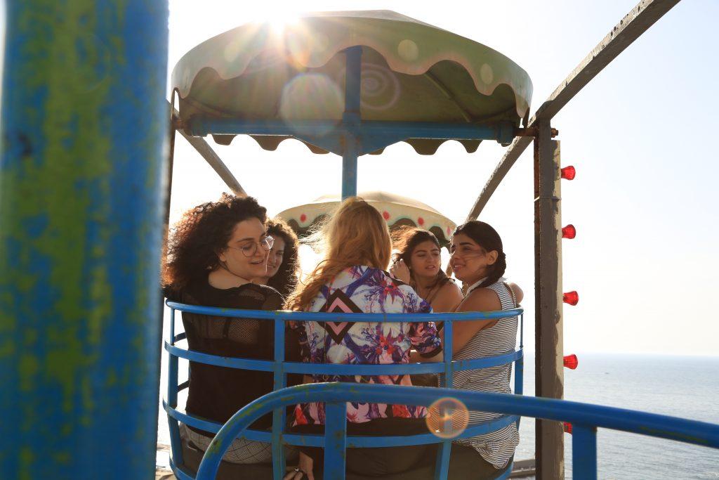 junge Frauen im Riesenrad